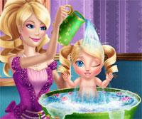 barbie bebeğe banyo yaptırma